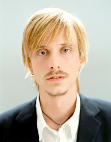 Portrait of Mackenzie Crook in Feburary 2004 * Higher Rates Apply * © Steve Double / RetnaUK Credit all uses
